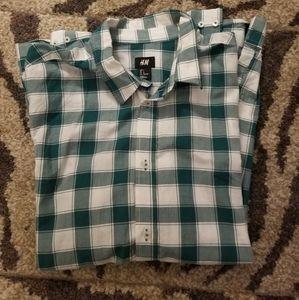 H & M green plaid button up shirt size Large